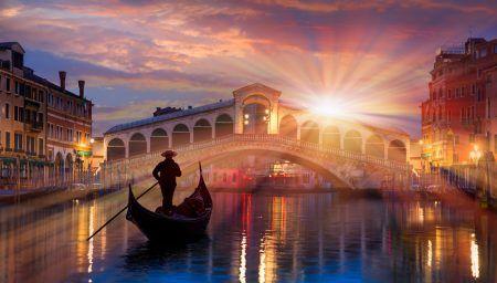 Gondola near the Rialto Bridge in Venice, Italy